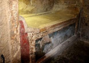 Tomba a Camera via Pio XII, particolare2