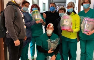 """Consegna mascherine anticovid19 all'Ospedale """"Di Venere"""" di Bari"""