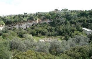 Molfetta_-_insediamenti_rupestri_presso_il_pulo