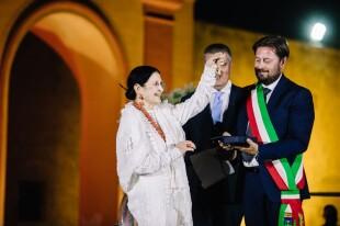 Carla Fracci riceve chiavi Teatro Rossini Gioia del Colle 2020