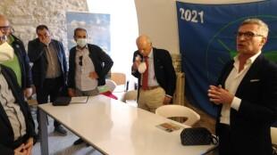 foto a dx l'Assessore Troia - la bandiera Spighe Verdi rimane a Montegrosso